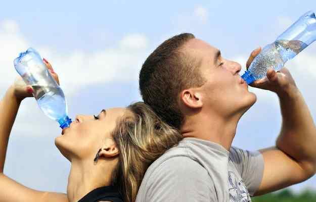 पानी की कमी (निर्जलीकरण) के लक्षण, कारण और इलाज