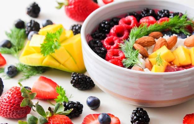 मल में खून आने पर क्या खाना चाहिए, क्या न खाएं और डाइट प्लान