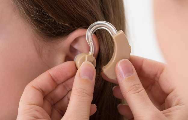 हियरिंग एड (कान की मशीन)