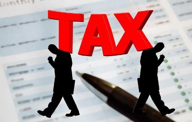 हेल्थ इन्शुरन्स से मिलने वाले इनकम टैक्स के लाभ - Health insurance benefits in income tax in Hindi
