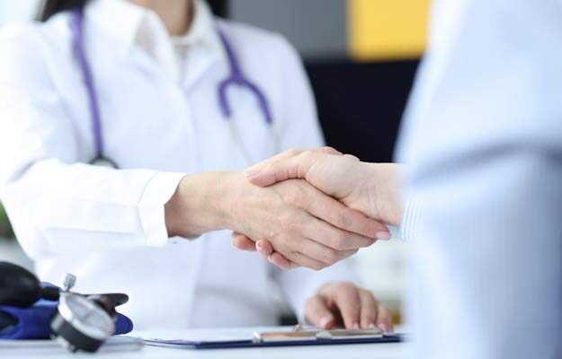 हेल्थ इन्शुरन्स में डे-केयर ट्रीटमेंट कवर क्या होता है - What is day care treatment in health insurance in Hindi