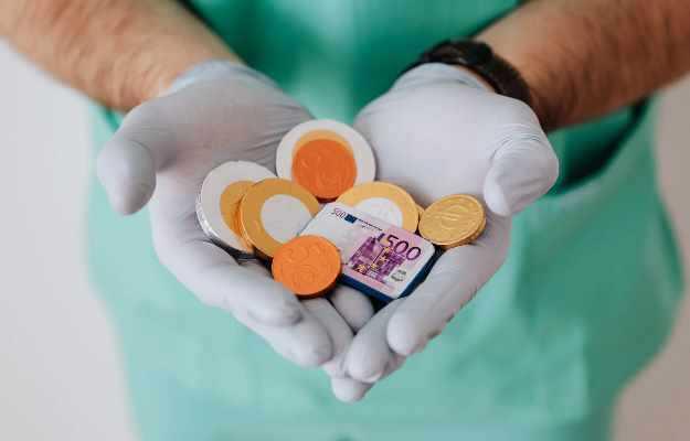 हॉस्पिटल कैश पॉलिसी हेल्थ इन्शुरन्स क्या होता है और फायदे  - Hospital Cash Insurance Policy in Hindi