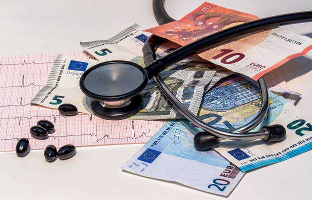हेल्थ इन्शुरन्स कंपनी क्लेम न दे तो क्या करें - What to do when your health insurance doesn't pay claim in Hindi
