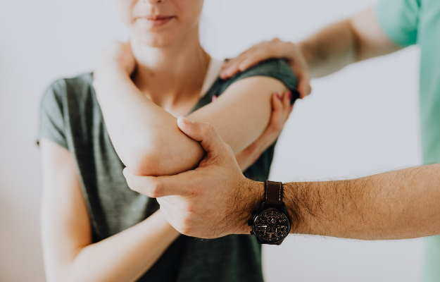 ज्वाइंट रिप्लेसमेंट के बाद घर पर ऐसे करें खुद की देखभाल - How to take care of yourself after Joint Replacement