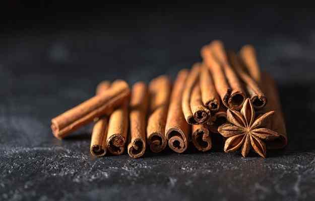 இலவங்கப்பட்டை (இலவங்கப்பட்டை): பொடி, நன்மைகள், பயன்கள் மற்றும் பக்க  விளைவுகள் - Cinnamon (Dalchini): Powder, Benefits, Uses and Side Effects in  Tamil