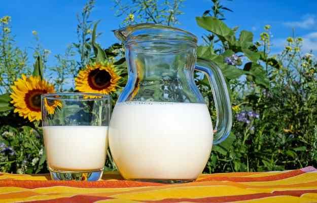 दूध और गुड़ साथ खाने के फायदे - Jaggery with