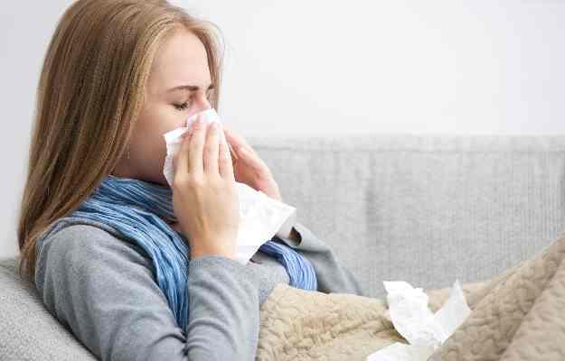 ठंड दिखाने लगी रंग, इस मौसम में सर्दी-जुकाम और बुखार से ऐसे करें बचाव